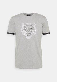 CLOSURE London - HIDDEN LOGOBAND FURY TEE - T-shirt print - grey - 3