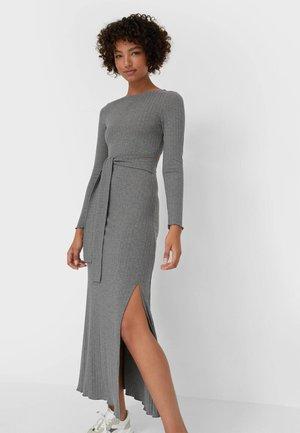 MIT SCHLITZ  - Maxi dress - grey