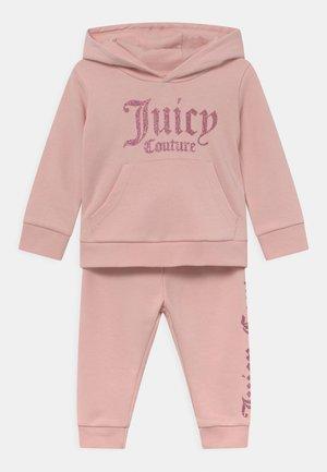 BABY BRANDED SET - Tracksuit - strawberry cream
