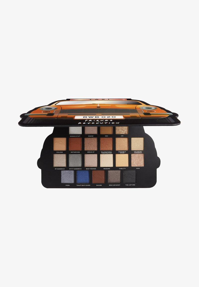 Make up Revolution - REVOLUTION X FRIENDS TAKE A DRIVE SHADOW PALETTE - Eyeshadow palette - -