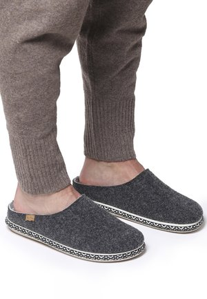 NABOR-CD - Mules - mottled black