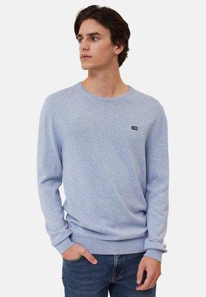 Stickad tröja - light blue melange