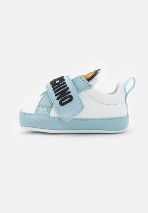 Patucos - light blue/white