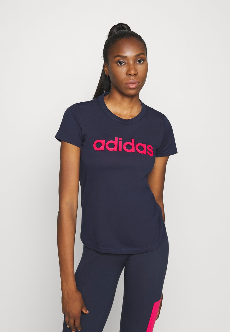 adidas Performance - ESSENTIALS SPORTS SLIM SHORT SLEEVE TEE - T-shirt z nadrukiem - dark blue/pink