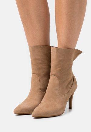Kotníkové boty - sand