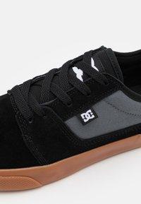 DC Shoes - TONIK - Trainers - black/grey/white - 5