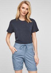 s.Oliver - Shorts - powder blue - 3