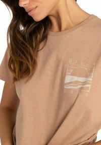 Billabong - ISLAND DAYS  - Print T-shirt - warm sand - 2