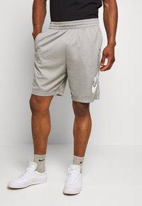 Nike SB - SUNDAYSHORT UNISEX - Short - grey heather - 0