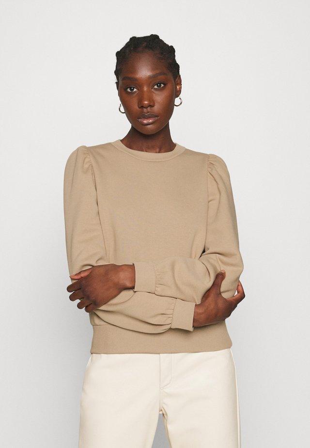 CARMELLA  - Sweater - cement