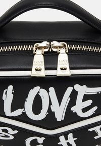 Love Moschino - TOP HANDLE GRAFFITI CROSS BODY - Across body bag - fantasy color - 4