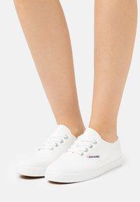 Kawasaki - BASE CLASSIC - Sneakersy niskie - white - 0
