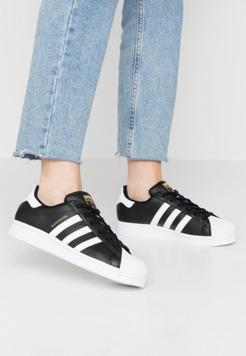 adidas Originals - SUPERSTAR  - Sneakers laag - core black/footwear white