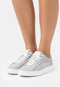 HUB - HOOK - Sneakers laag - greyish/neutral grey/white - 0