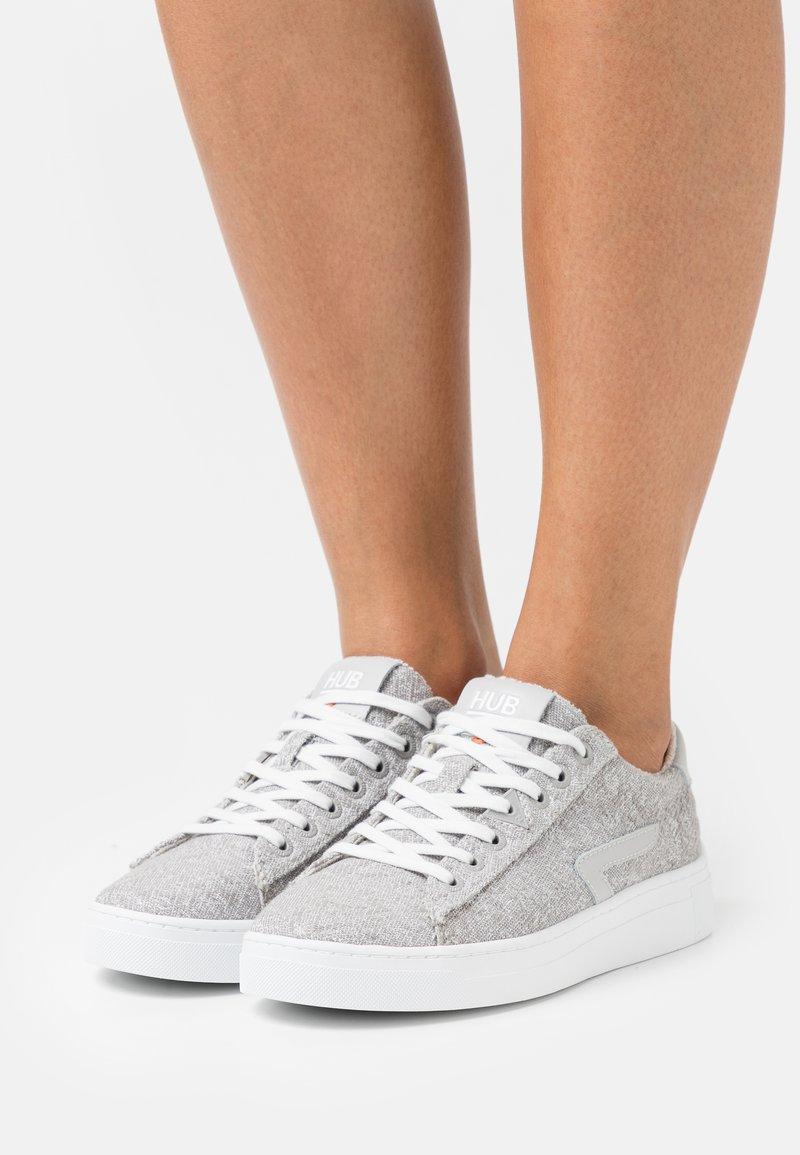 HUB - HOOK - Sneakers laag - greyish/neutral grey/white
