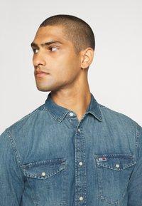Tommy Jeans - TJM WESTERN  - Shirt - mid indigo - 4