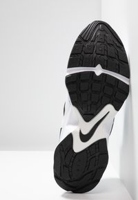 Nike Sportswear - AIR HEIGHTS - Zapatillas - white/black/platinum tint - 4