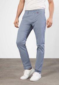 MAC Jeans - LENNOX - Chinos - capri blue - 0