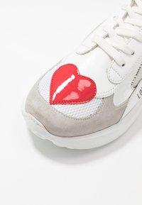 Love Moschino - SUPER HEART - Baskets basses - grey - 2