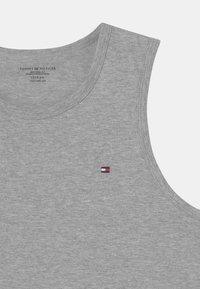 Tommy Hilfiger - 2 PACK - Undershirt - white/medium grey heather - 3