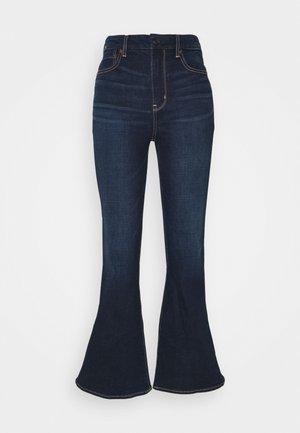 CURVY SUPER HI RISE FLARE - Flared Jeans - true rinse