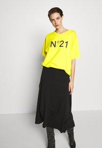 N°21 - Print T-shirt - mimosa - 0