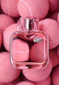 Lacoste Fragrances - L.12.12 POUR ELLE SPARKLING EAU DE TOILETTE - Eau de Toilette - - - 4
