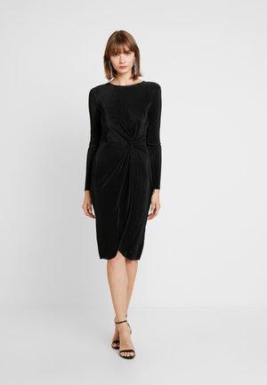 PADDED PLEATED DRESS - Koktejlové šaty/ šaty na párty - black