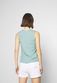 Marc O'Polo - V NECK SOLID - Top - misty spearmint - 2
