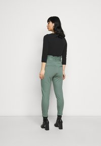 Vero Moda Petite - VMEVA LOOSE PAPERBAG PANT - Trousers - laurel wreath - 2