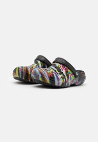 Crocs - CLASSIC OUT OF THIS WORLD UNISEX - Kapcie - black/multicolor - 1