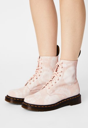 1460 PASCAL - Lace-up ankle boots - shell pink/white