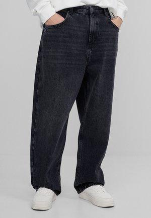 MIT WEITEM BEIN IM  - Jeans straight leg - black