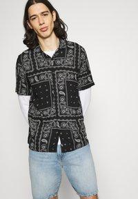Hollister Co. - BANDANA - Shirt - black - 5