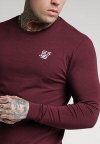SIKSILK - STRAIGHT HEM GYM TEE - Long sleeved top - burgundy - 4