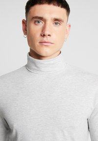 Only & Sons - ONSMICHAN SLIM ROLLNECK TEE - Long sleeved top - light grey melange - 4