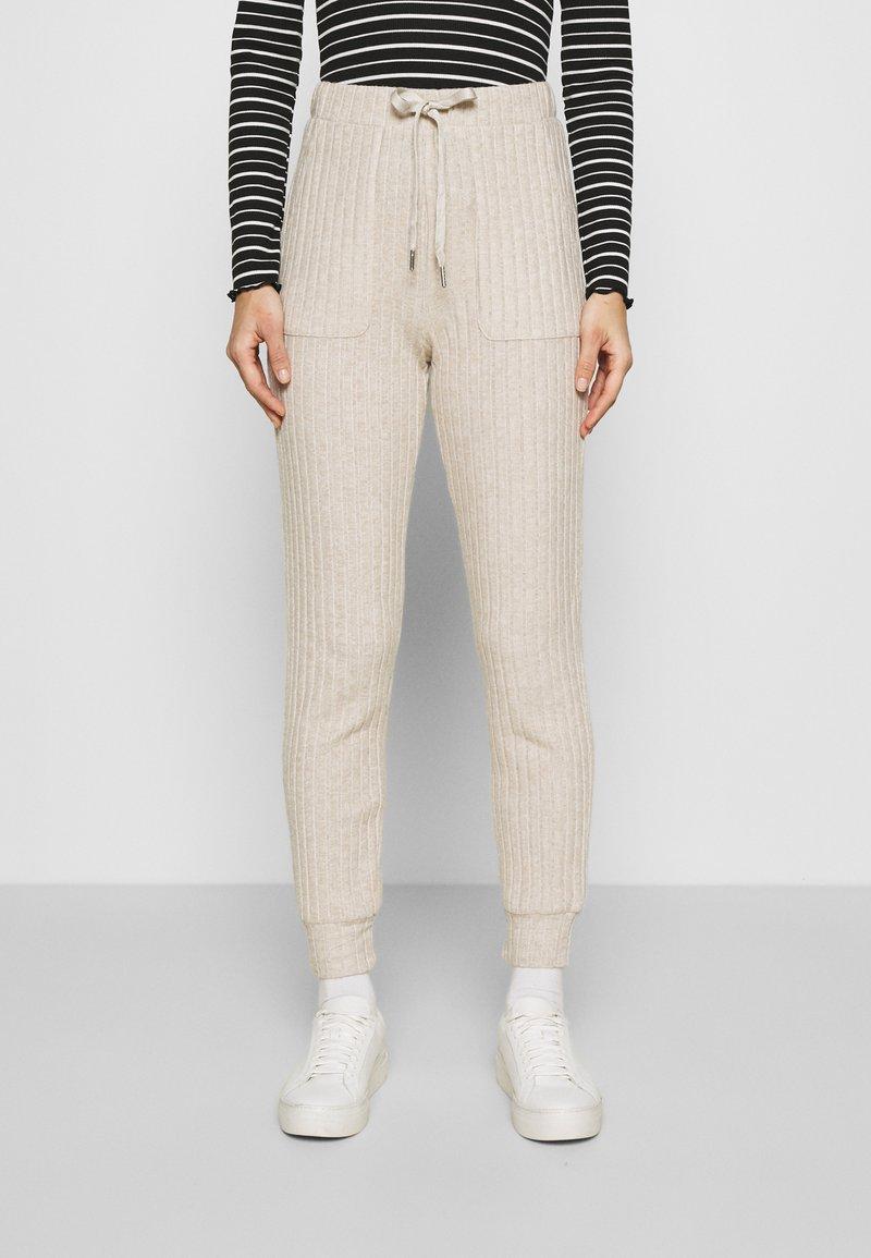 Kaffe - LUANA PANTS - Trousers - beige melange