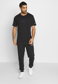Champion - ROCHESTER WORKWEAR CREWNECK  - Print T-shirt - black - 1