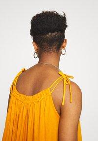 Leon & Harper - RAIA PLAIN - Maxi dress - curry - 3