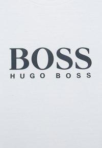 BOSS Kidswear - LONG SLEEVE - Top sdlouhým rukávem - white - 2