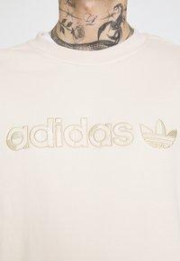 adidas Originals - CREW UNISEX - Sweatshirt - halo ivory - 5