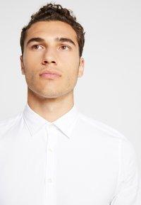 Marc O'Polo - CAMBRIDGE SHAPED FIT KENT COLLAR - Shirt - white - 3