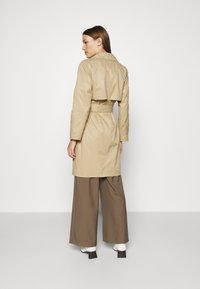 Selected Femme - SLFWEKA - Trenchcoat - cornstalk - 2