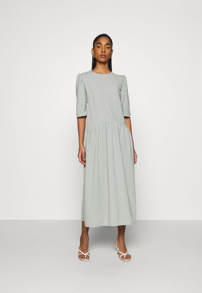 Missguided - CURVED WAIST SMOCK DRESS - Maxi dress - khaki
