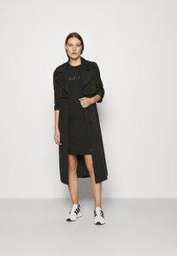 Calvin Klein - SLIM FIT METALLIC LOGO TEE - Print T-shirt - black - 1