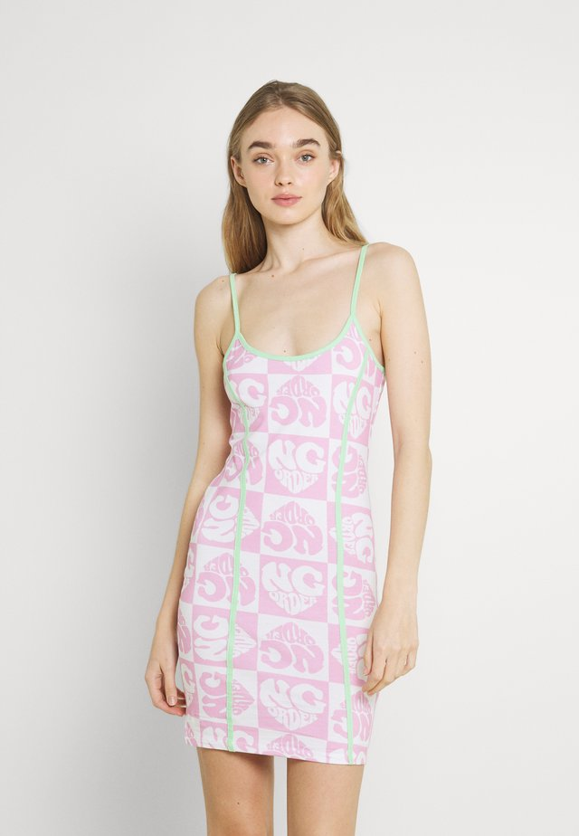 HEART REPEAT LOGO DRESS - Kjole - pink