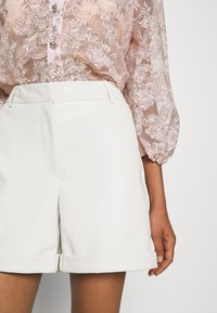Vero Moda - VMLIA  - Shorts - birch - 5