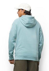Vans - MN VERSA STANDARD - Sweatshirt - cameo blue - 1
