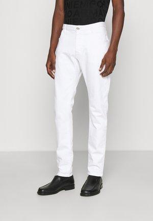 POCKETS PANT - Straight leg -farkut - bianco