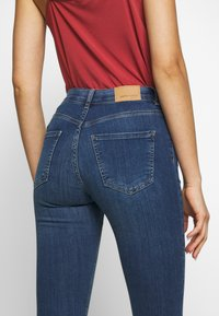 Gina Tricot - BONNIE - Jeans Skinny Fit - dark blue denim - 6